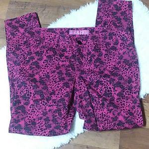 FLO Jeans Pink and Black Rose Design 5 Pockets